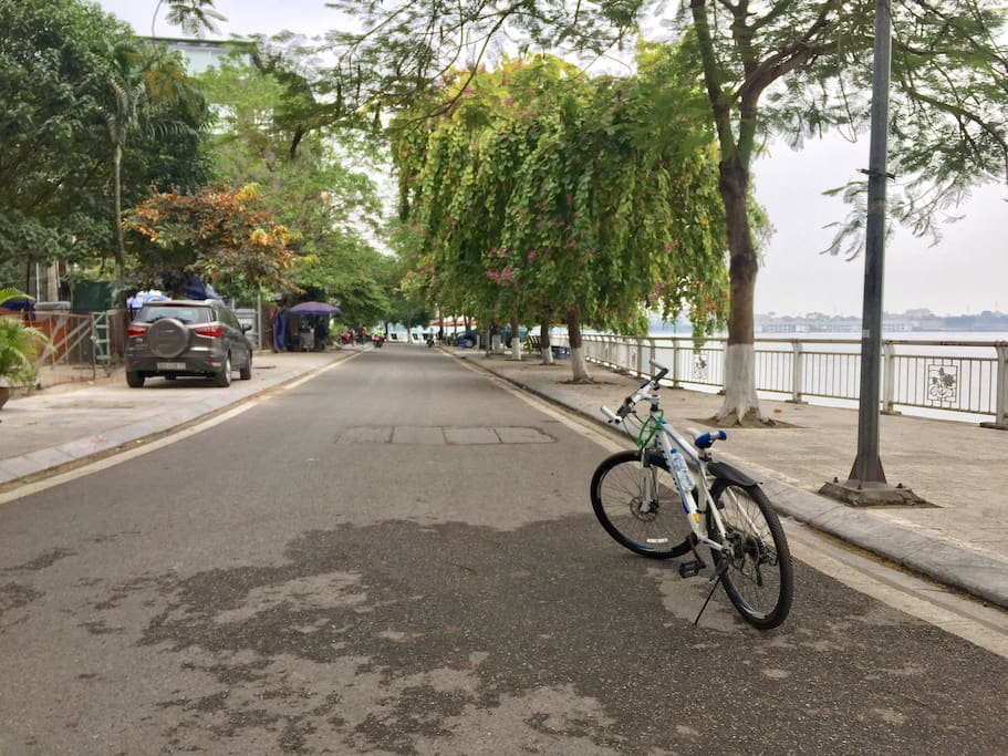 a few seconds to the peaceful jogging/cycling track, leading to varieties of restaurants, including Da Paolo's