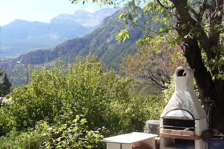 Au calme, proche lac, avec jardin très agréable - La Roche-de-Rame - Huis