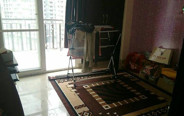 Cozy home, safe society - Noida - Appartement