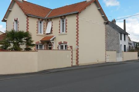 logement très clair et fonctionnel - Cholet - House