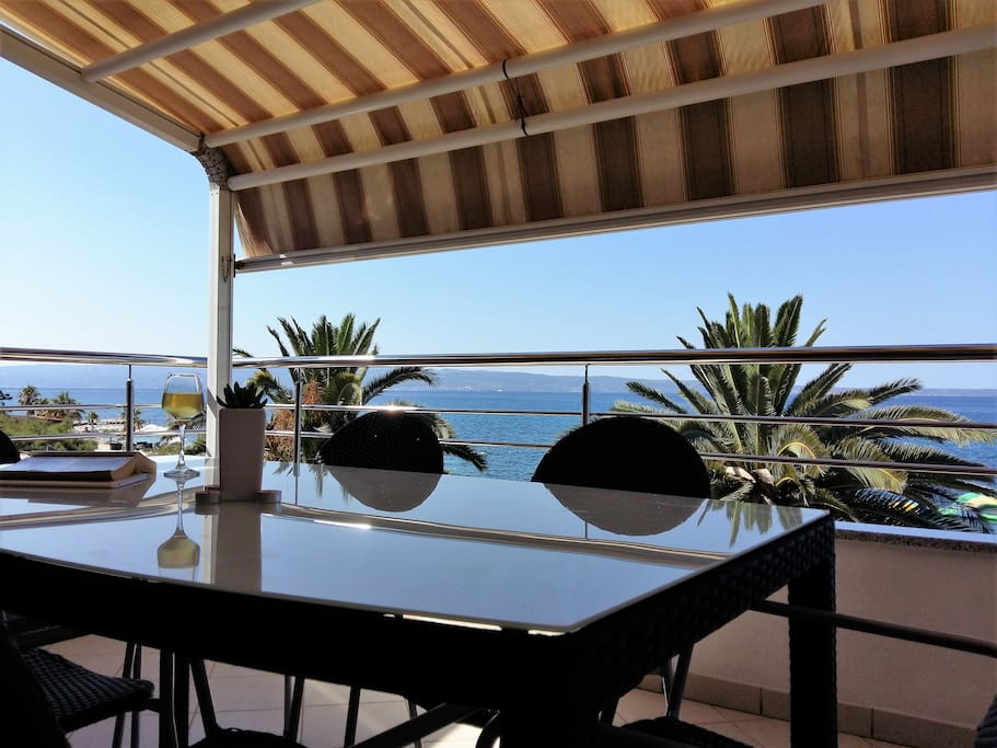 Ideal for business travellers in search of a relaxing work environment or families seeking a beachfront holiday in a safe area