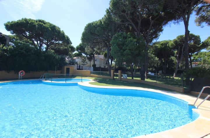 Casa Escondida - Family-friendly enjoyable villa with huge garden and communal pool in Conil Roche