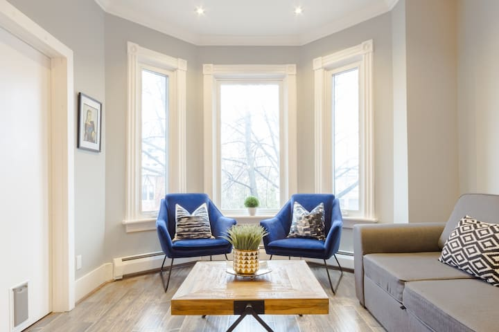 Modern Victorian Flat in Hip West Queen West