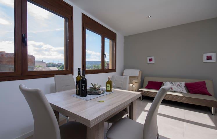 Cal Jordi Fulleda. Apartament nou, Catalunya.