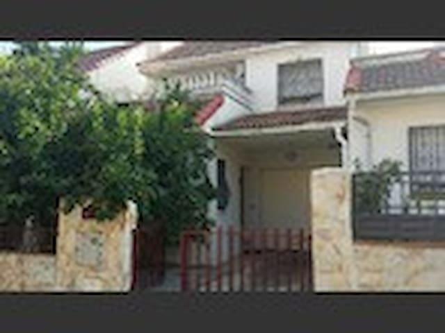 Habitación en chalet compartido - Getafe