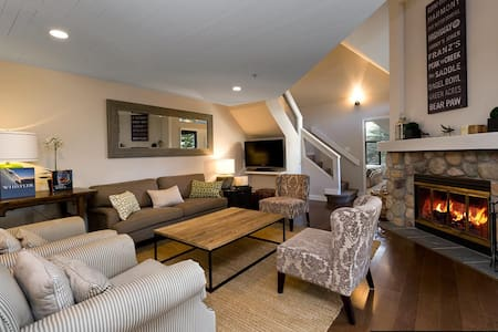 3 bedroom, quiet, spacious, tasteful, convenient. - Whistler - Şehir evi