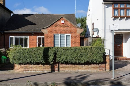 A Small Bungalow in London - London