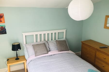 Cosy Cottage DBL Room w/make own brkfst & Netflix