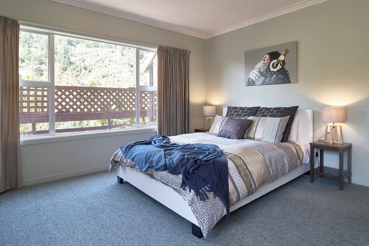 Christchurch Apartment 1x Queen/2x Single/4 Guests