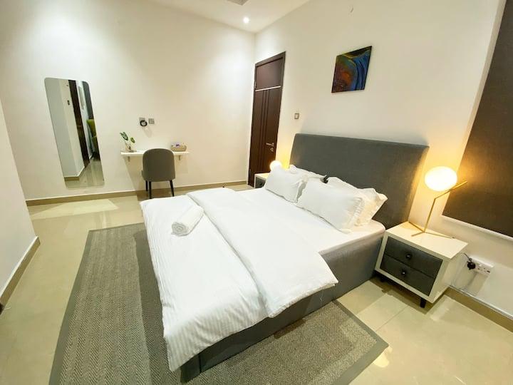 Cozy Queen Room in Beautiful Lekki 1 Townhouse
