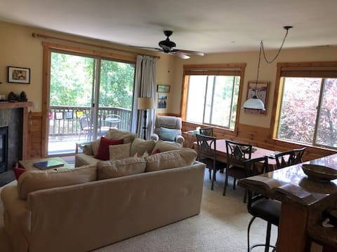 Beautiful, Convenient Truckee Condo