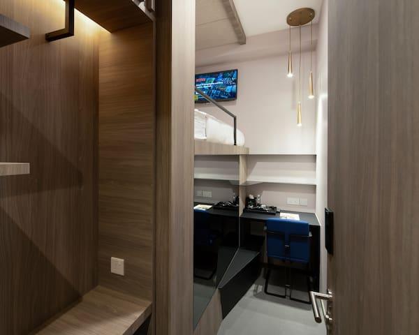 Single cabin shared bathroom in Tanjong Pagar MRT