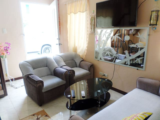 Serene house a perfect home away from home - Tagum City - House