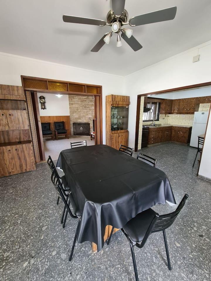 Casa de 2 plantas independientes ideal 10 personas