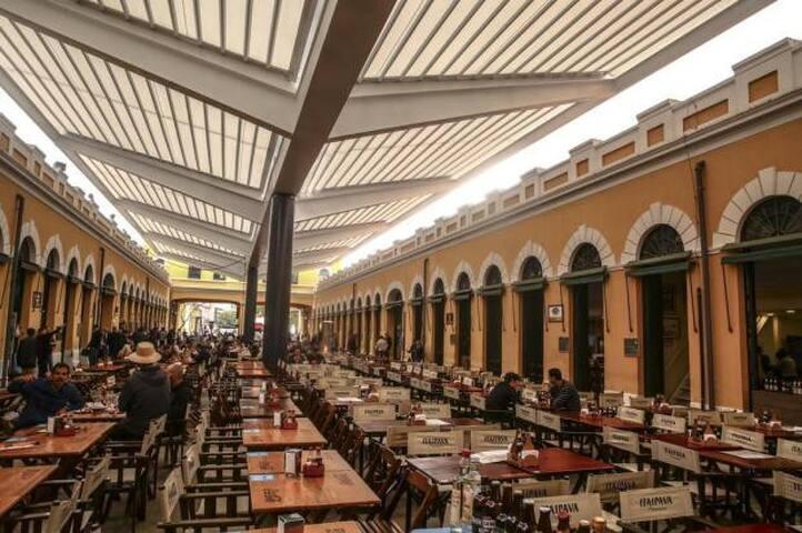 Mercado Municipal localizado 500m.