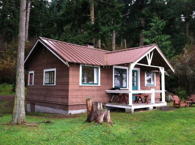 Linesville Cottage on private pristine beach
