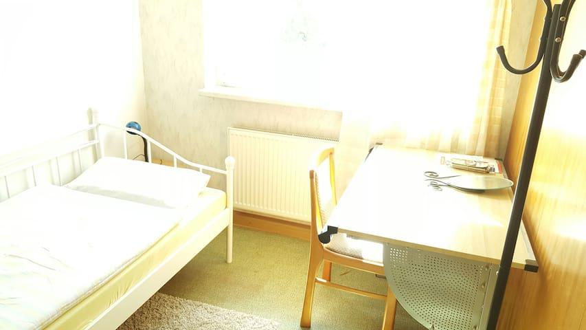 Günstiges und helles Zimmer in Jena - Jena - Apartamento