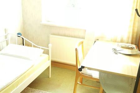 helles und günstiges Zimmer in Jena-Lobeda - Jena