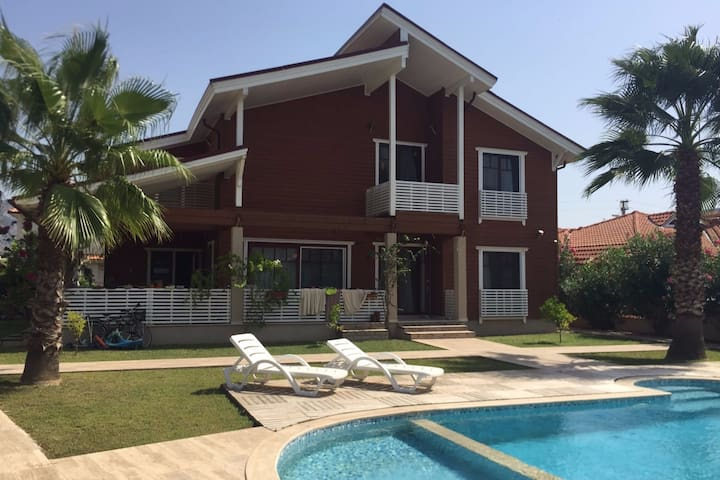 Beautiful house for families with pool and garden