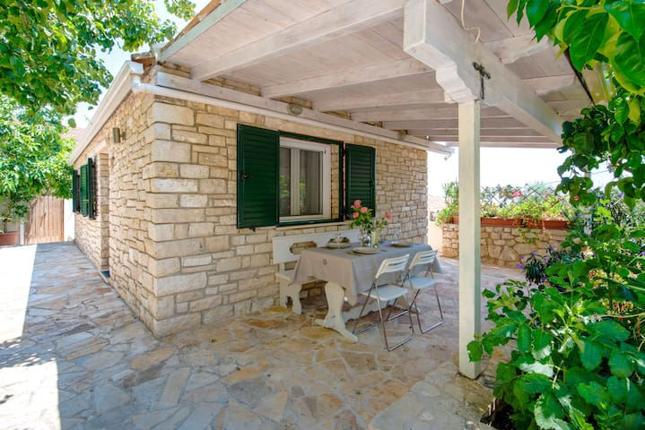 """""""Filomela"""" House with pool and private garden"""