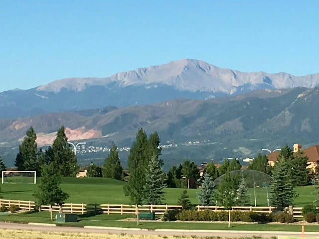 Amazing Pikes Peak Views 5 minutes from AFA!
