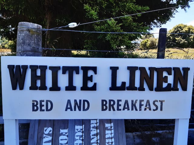 White Linen-Delicious Breakfast and 12kms to city!