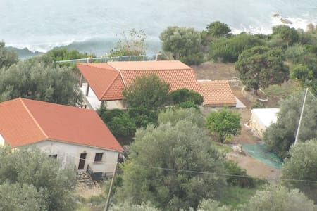 Villa Marina - 4 Ferienwohnungen direkt am Meer - Marina di Pisciotta