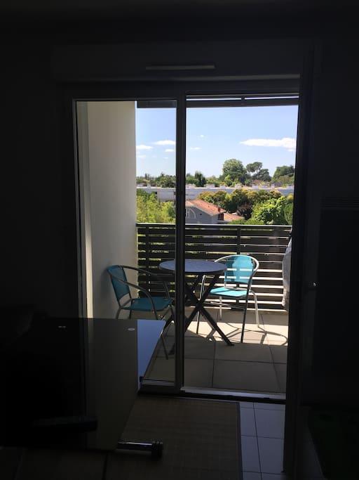 balcon sympa - Transat et chaises dispo et +