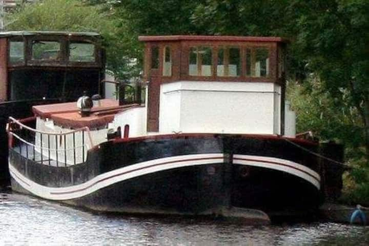 Charming houseboat with terrace