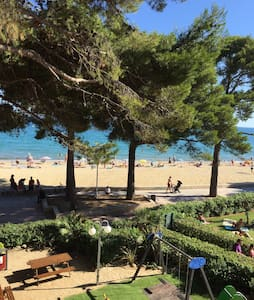 Studio flat at beach front w/ pool - Cambrils