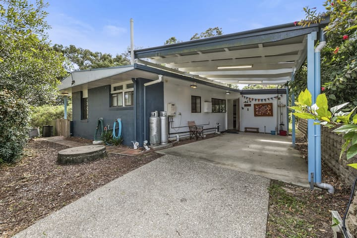 Allamanda Cottage | 3 Bedroom, 2 Bathroom, Sleeps 7