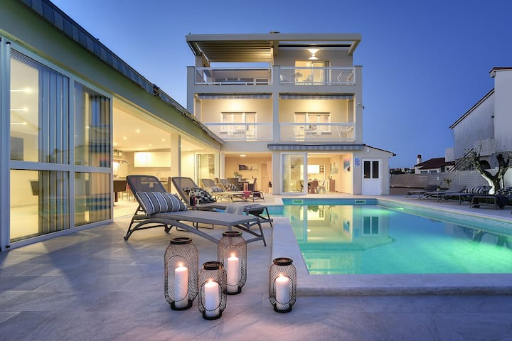 Brand new spacious 6BR Villa Klen w swimming pool