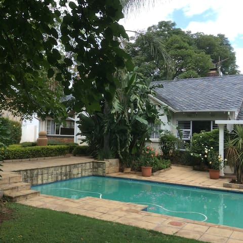 Liongate Bed and Breakfast - Germiston - Bed & Breakfast