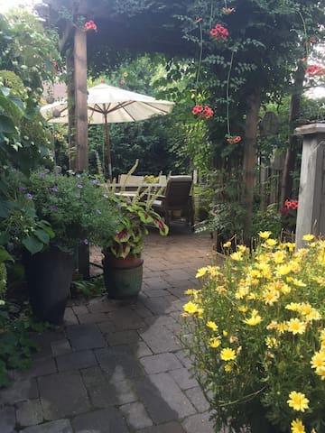 Exclusive urban oasis in West Queen West!