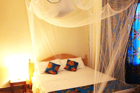 En-suite room & breakfast in amazing location BLUE - Kigali