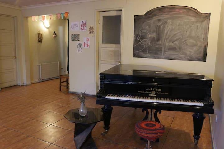 Pieza trasera en Casa KalfuNewen - Los Cerrillos - Дом