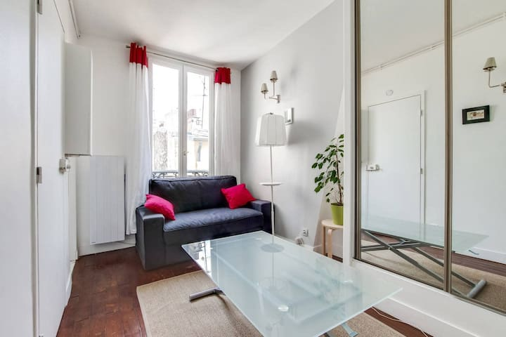 Quaint Apartment with Rooftop views of Montmarte