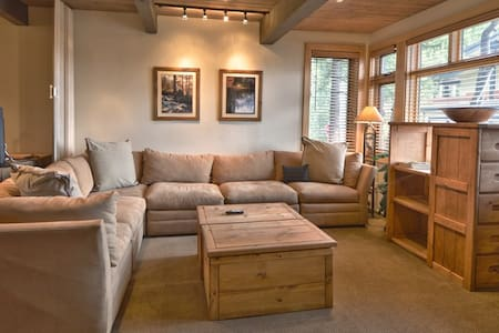 Cozy! Great Location! Aspenwood Condominium