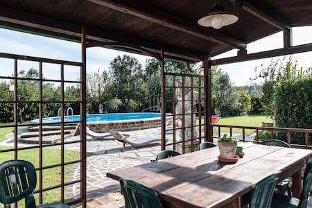 Casolare con piscina in Toscana - Capannoli - บ้าน