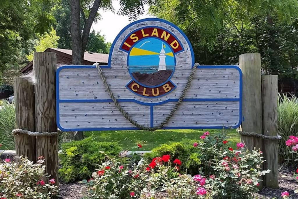 The Island Club homes are located just 1.5 miles from downtown Put in Bay!
