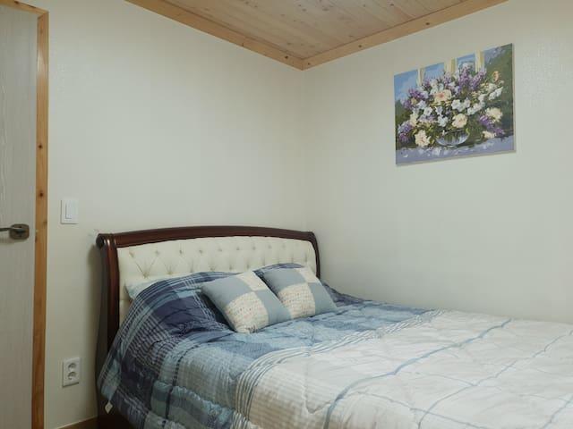 침대가 있는 침실 2