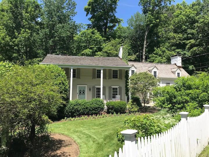 Katonah Farm House with 2 Guest Cottages