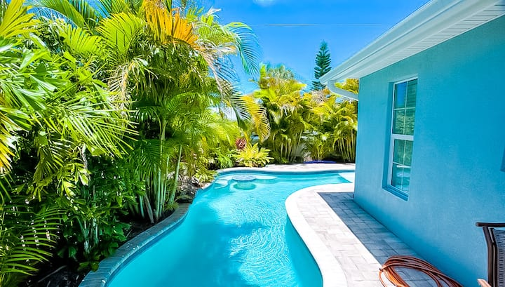 Island Escape - beautiful island getaway! 2 bedroom with private pool!