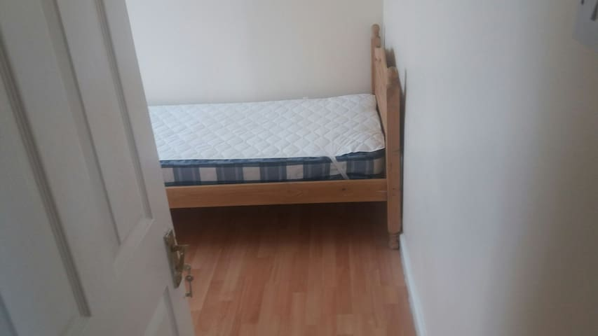 SINGLE ROOM IN RUISLIP