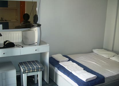 near to the beach graound floor stoudio room 2bed - Ханья