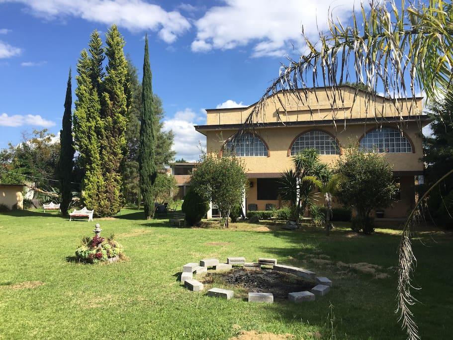 Villa san pablo grandes y hermosos jardines casas de for Jardin villa san gaspar