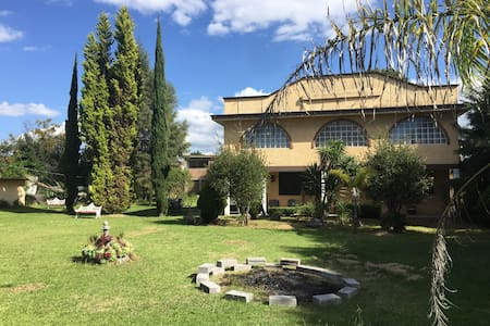 Villa San Pablo,  grandes y hermosos jardines - Apetatitlán
