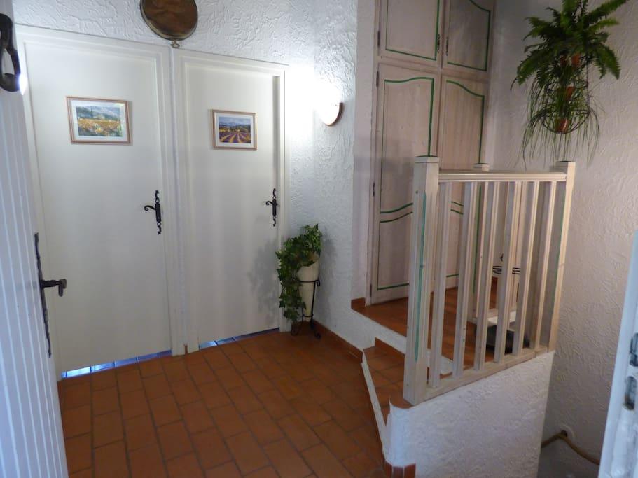 L'entrée du mas à l'étage
