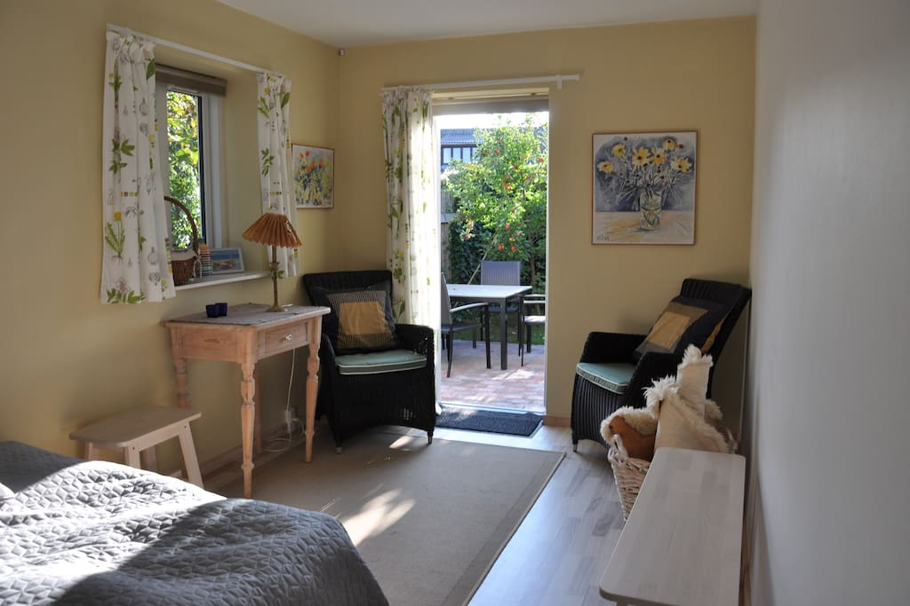 Room with a double bed and acces to small garden