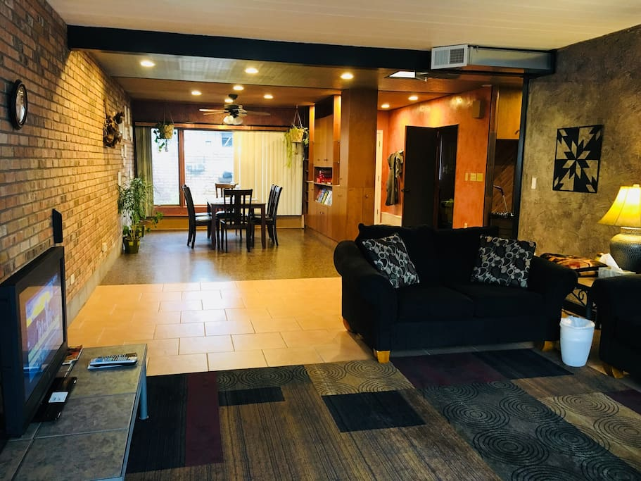 """""""Trisha's place was so spacious and comfortable. Little touches, luxury toiletries, coffee and tea, and bottled water, were much appreciated. The neighborhood was quiet and was easy to get to Duluth. I would like to return to Trisha's.""""Kathie ★★★★★"""